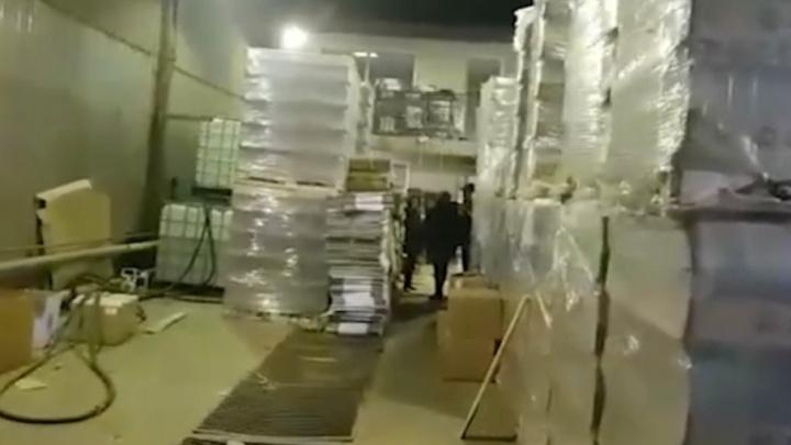 В Тюмени накрыли подпольный цех по производству водки