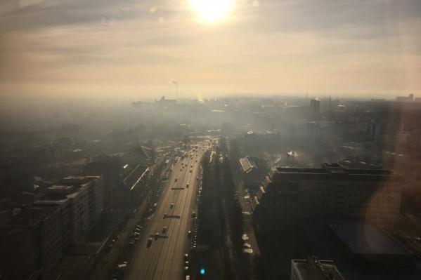 Челябинск спрятался в едкой серо-жёлтой дымке
