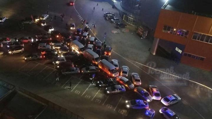 Новогодний флешмоб: ростовчане выстроили машины в форме ёлки