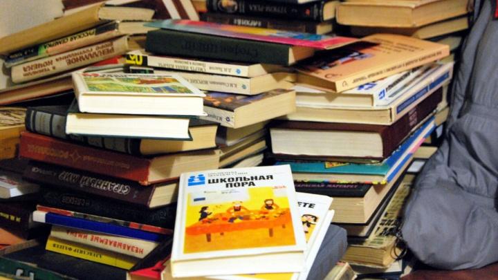 Всем миром: книги для сгоревшей библиотеки в Плесецке начали собирать общественники