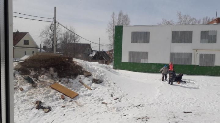 «Получила закрытый перелом ноги»: в Добрянке на школьницу упала бетонная плита на свалке