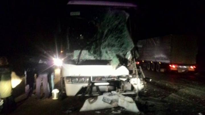 Суд оставил под арестом водителя грузовика, попавшего в ДТП с автобусом с детьми
