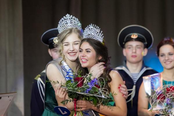 Сегодня Полина Прилепина передала корону Красы Арктики ее новой обладательнице – Алене Смирновой