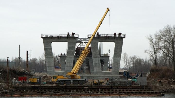 Рабочие надвинули пролетное строение Фрунзенского моста на 224 метра