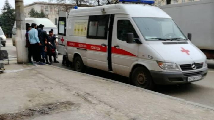 В Волгограде иностранца из медицинского университета отнесли до скорой на ковре