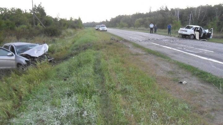 Три человека погибли в лобовом столкновении Mitsubishi  и «десятки» под Волгоградом