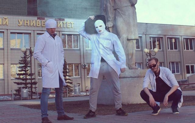Челябинские студенты-фармацевты записали cover-версию хита «Тает лед»