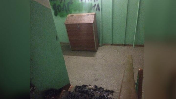 В Ярославле коллекторы подожгли подъезд должника: стало плохо пожилой женщине
