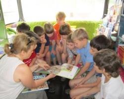 Автобус «Бампер» и банк «УРАЛСИБ» дарят детям книги