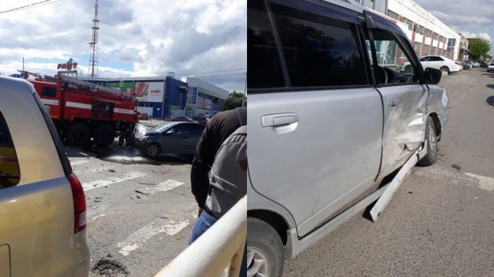 Женщина, ехавшая с тремя детьми, попала в ДТП на Пермякова
