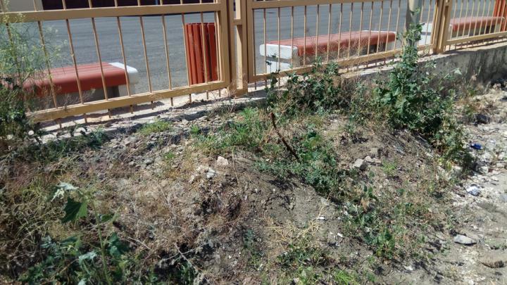 Возле школы на Левенцовке строители оставили свалку