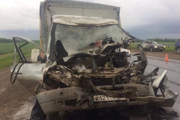 Проезжающие водители вызвали на место происшествия оперативные службы