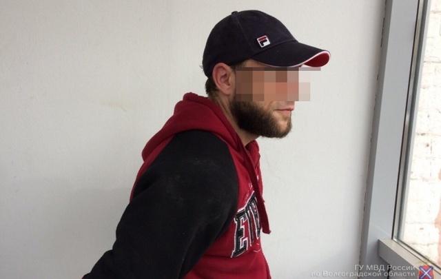 В Волгограде мужчина с ножом напал на офис микрозаймов