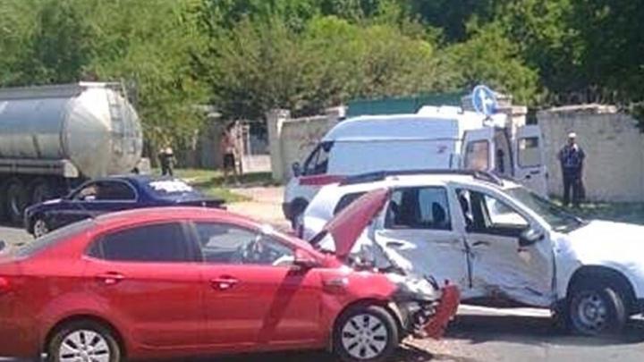 В Ростове произошло тройное ДТП: пострадали две женщины