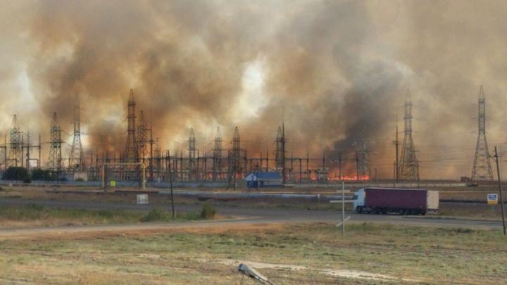 В Красноармейском районе завод «Каустик» спасают от степного пожара
