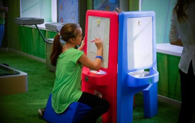 Горки, как в аквапарке, интерактивные батуты и скалодром: в Перми открыли детский центр «Октябрь»