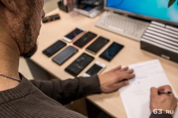 В магазинах продавали контрафактные телефоны и аксессуары