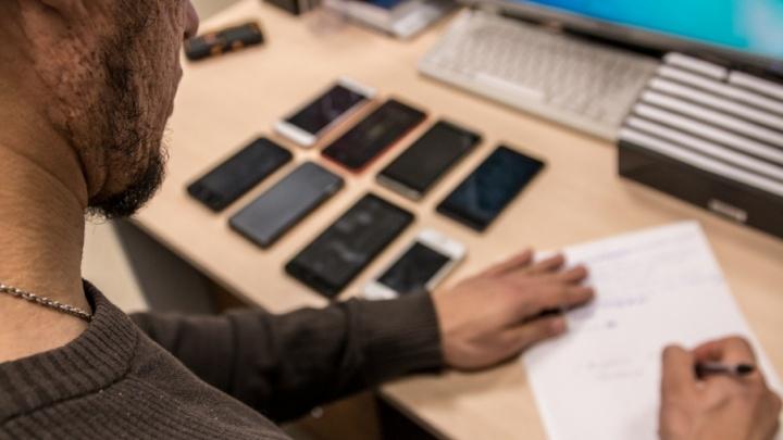 В торговых центрах Самары и Тольятти продавали поддельные мобильники