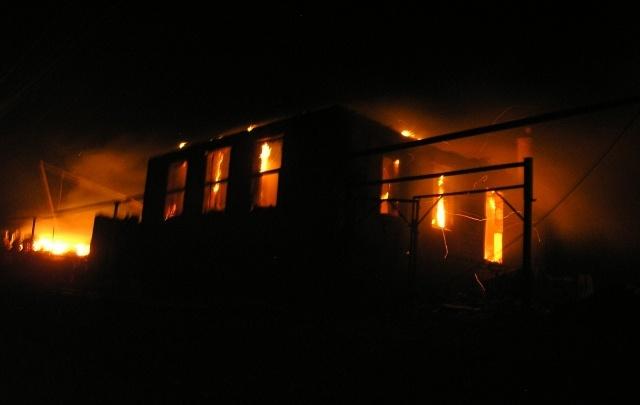 В Волгоградской области сожгли три дома, баню и 18 тонн сена