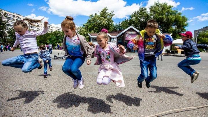 Молодежь ВгАЗа подарила маленьким волгоградцам праздник двора
