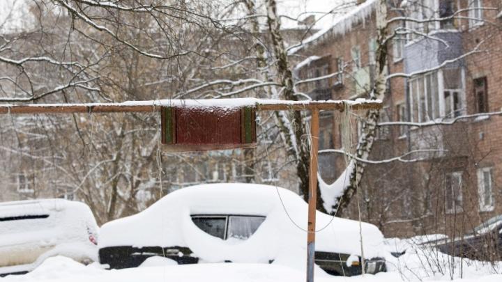 У ярославцев, бросивших машину в сугробе, будут отбирать автомобили через суд