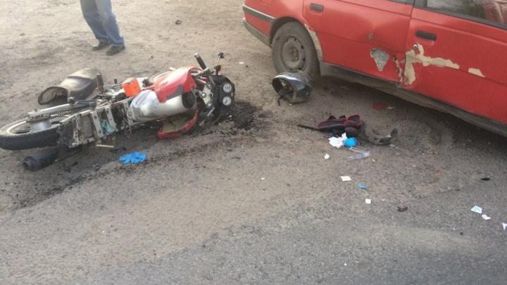 В Волгограде водитель мопеда спровоцировал тройное ДТП