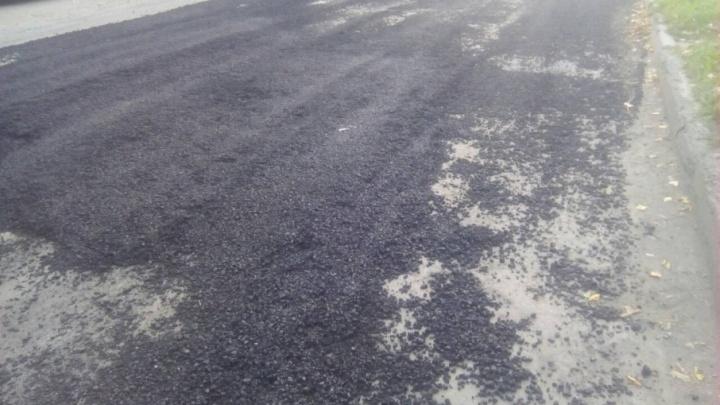 «Ночью вывалили и размазали КАМАЗ асфальта»: челябинцев возмутил ремонт дороги на ЧМЗ