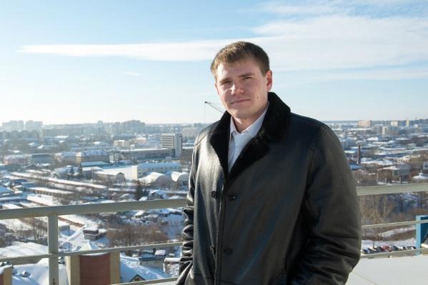 Иван Сорокин владеет компанией, сдающей в аренду оборудование и строительные инструменты. За время, которое Иван находится в СИЗО, бизнес начал приходить в упадок