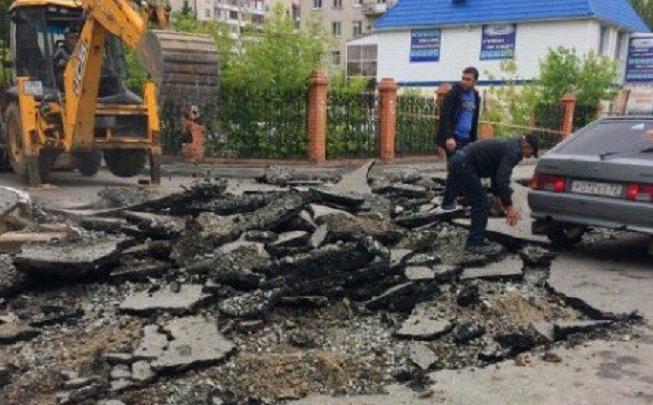Из-за благоустройства двора на улице Депутатской изменилась схема движения