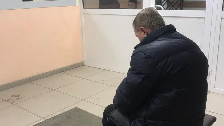 В Тюмени мошенник, представившись известным врачом, выманил у пенсионерки 142 тысячи рублей на покупку чудо-вакцины