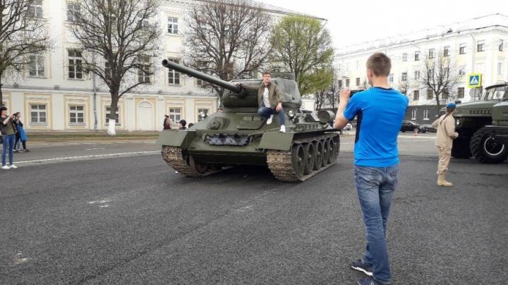 Танки в городе! Какие машины поедут завтра по Советской площади: фото