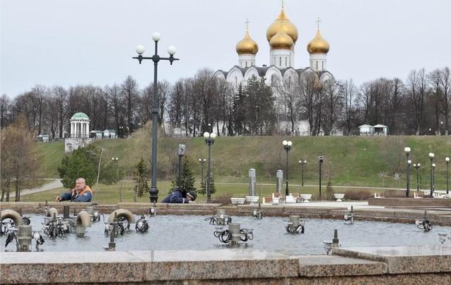 В эти выходные ярославские фонтаны заиграют цветными огнями