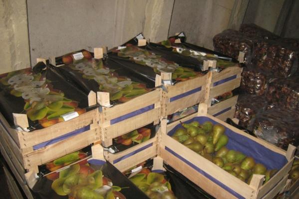 Свежие груши уничтожили, потому что в России такие запрещено есть