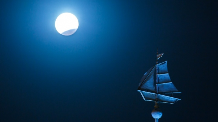 Волгоградцы платили до двух тысяч рублей за просмотр лунного затмения