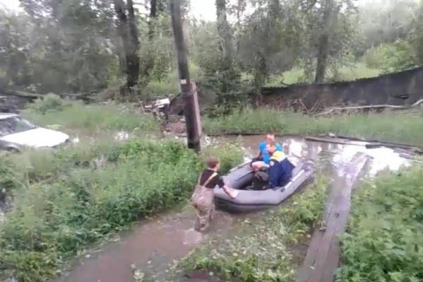 Воды при выходе из дома по пояс