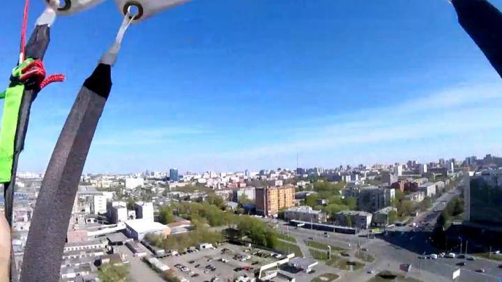Прыжок челябинца с новостройки попал на видео