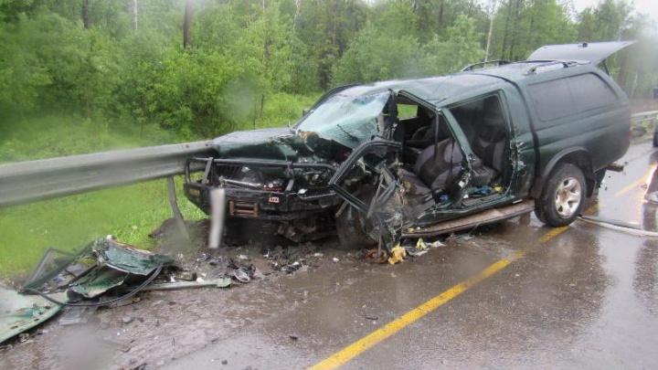 Chevrolet выбросило на встречку: в аварии под Краснокамском пострадали три человека