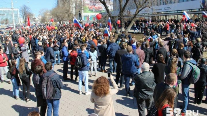 Прошли по Компросу, собрались у здания Роскомнадзора: как в Перми прошла акция сторонников Навального