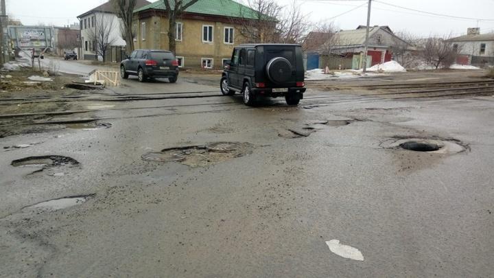 Переезд на Джаныбековской в Волгограде превратился в непроходимый барьер