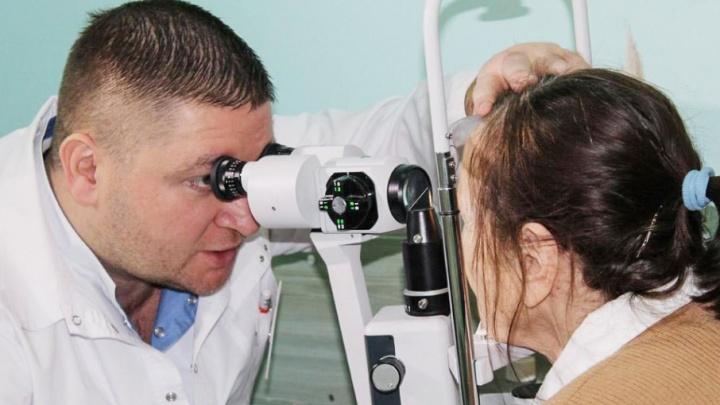 Докторов, возвращающих слух, зрение и возможность ходить, назвали лучшими на Южном Урале