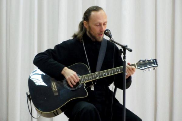 Рыбинский священник отвечает на опросы верующих онлайн
