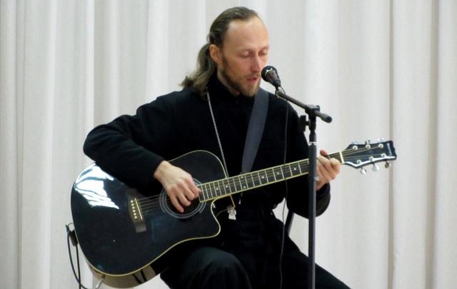 Рыбинский священник попал в проект «Батюшка-онлайн»