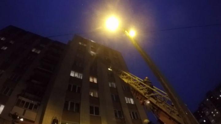 В Ярославле спасатели сняли с восьмого этажа несчастного влюблённого