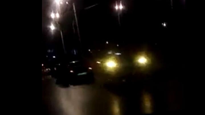 Коллапс на Промышленном шоссе: гигантская яма собрала дюжину машин