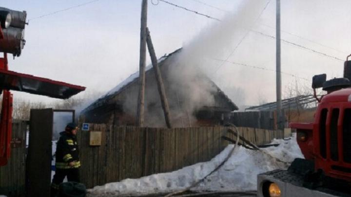 В Тюмени на улице Рылеева загорелся частный дом