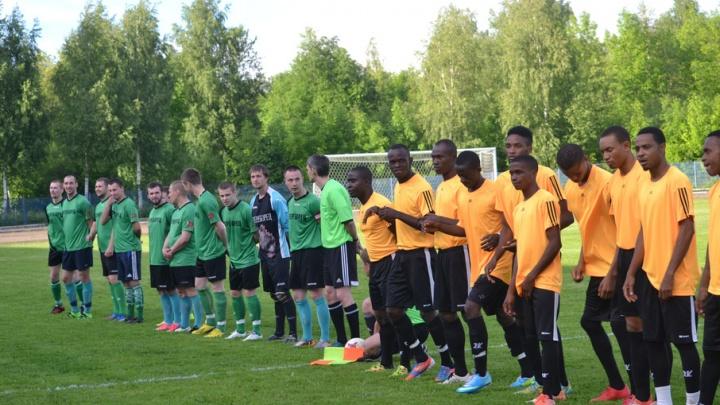 Спортсмены из Нигерии прилетели в Рыбинск сыграть в футбол