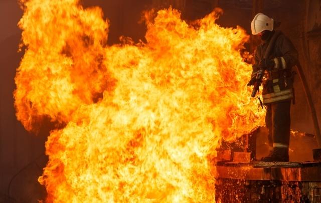 В Волжском неизвестные подожгли квартиру