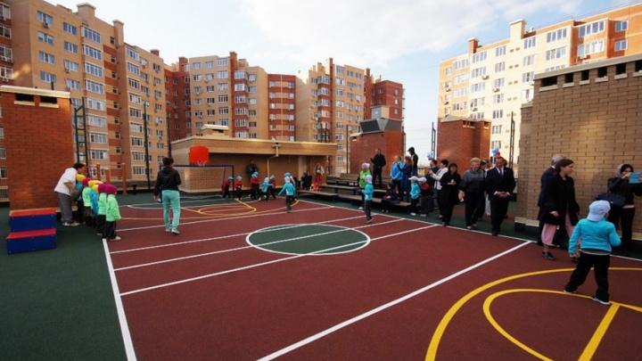 В Батайске открылся стадион на крыше детского сада
