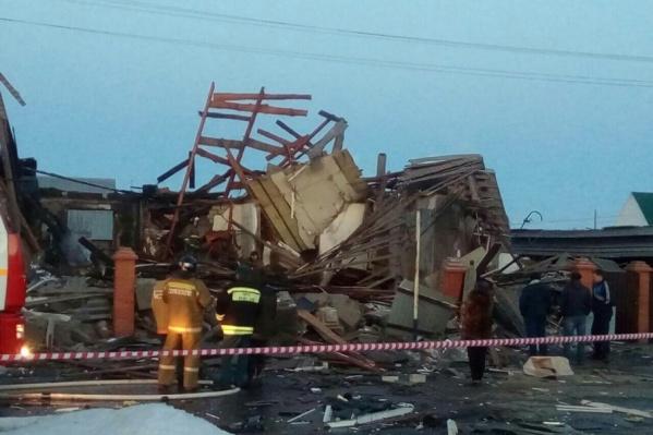 В результате взрыва дом был практически полностью уничтожен