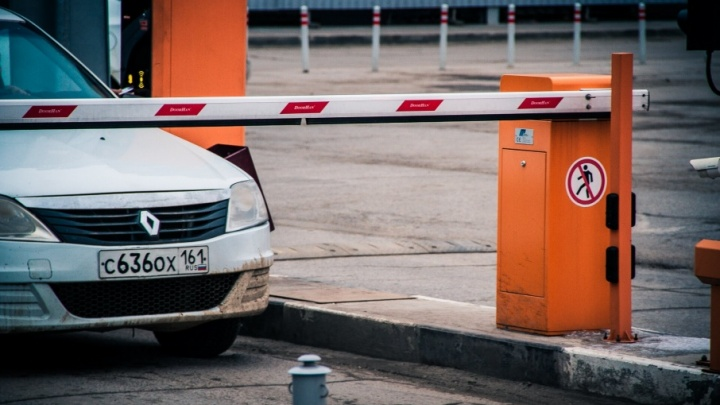 В Ростове снесут шлагбаум, который незаконно установила полиция
